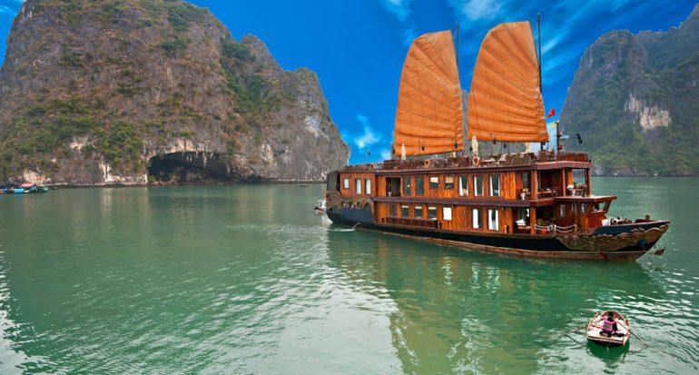 Le queda poco tiempo al paseo en barcos vietnamitas