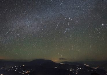 Lluvia de meteoros y luna creciente