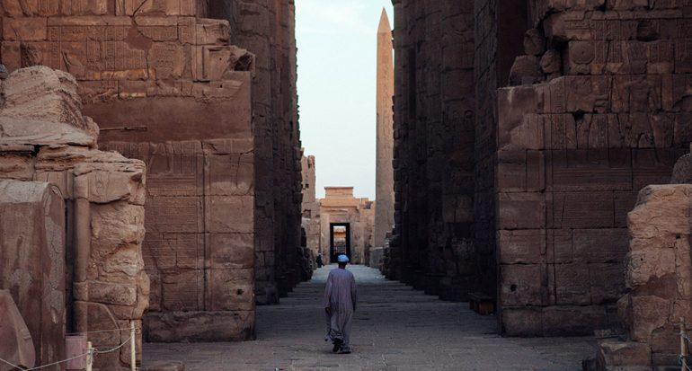 Luxor bajo la luz de la luna