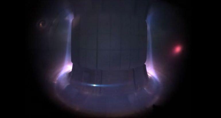 Mira el hipnótico y colorido funcionamiento del reactor Tokamak