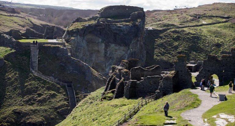 Nuevos hallazgos en un sitio asociado con el rey Arturo