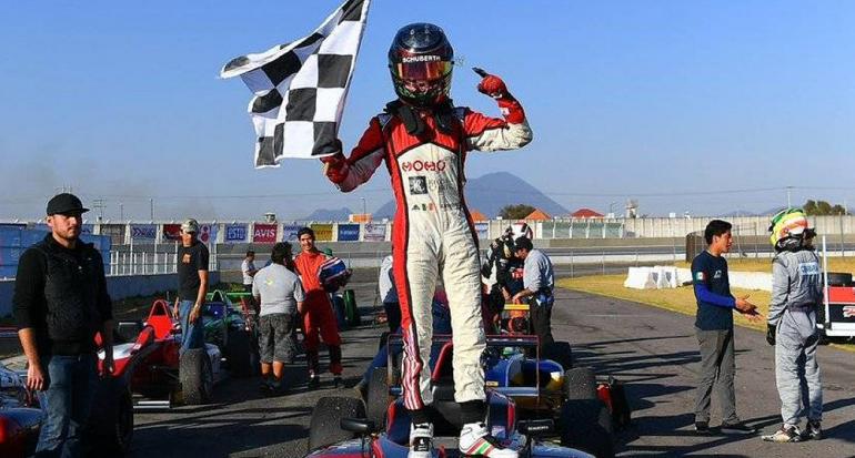 Piloto mexicana es la primera mujer en ganar la Fórmula 4