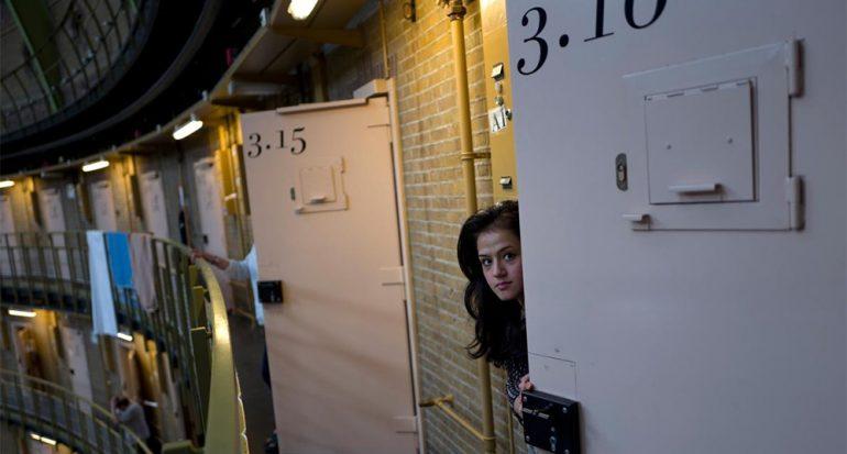 Prisiones vacías de Holanda se vuelven hogar de refugiados