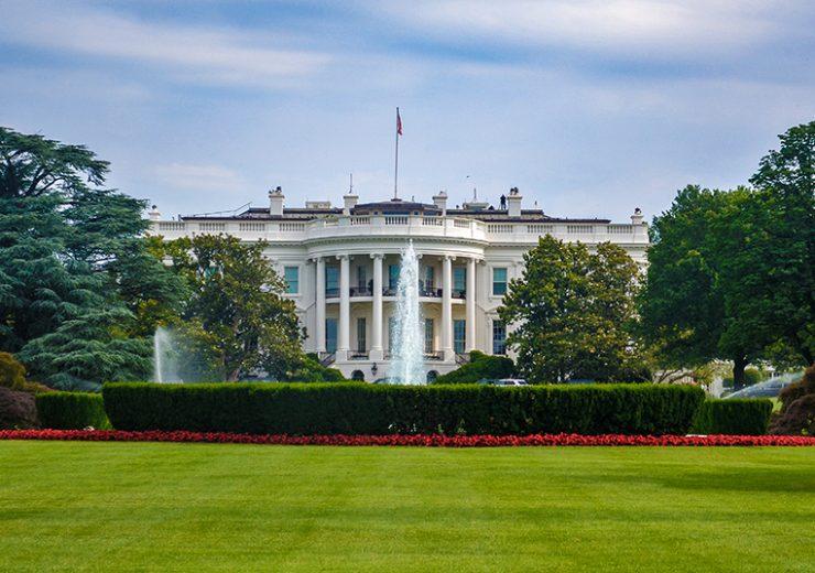 Prohíben los celulares en el ala oeste en la Casa Blanca