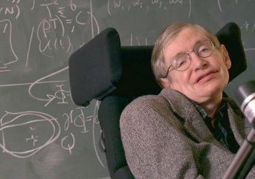 Stephen Hawking hizo de acceso público su tesis de doctorado