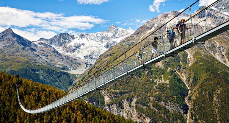 Suiza inaugura el puente peatonal más grande del mundo