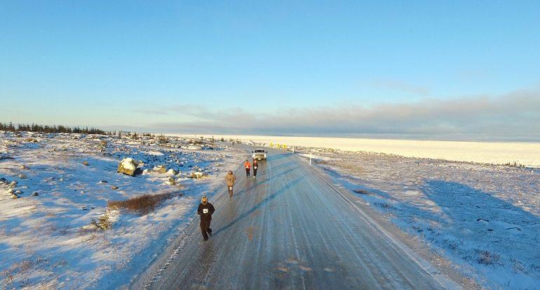 Tarahumaras triunfan en un maratón en Canadá