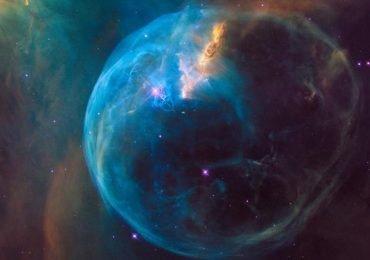 Telescopio Hubble comparte una burbuja color caramelo por su cumpleaños