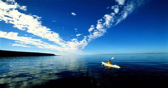 Temporada para navegar en el mar en kayak