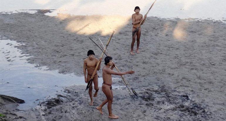 Tribus aisladas del Amazonas empiezan a hacer contacto