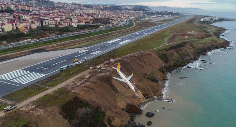 Un avión en Turquía cae por un acantilado en el aterrizaje