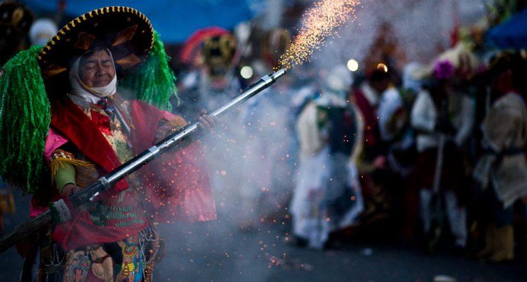 Un carnaval de armas y pelea