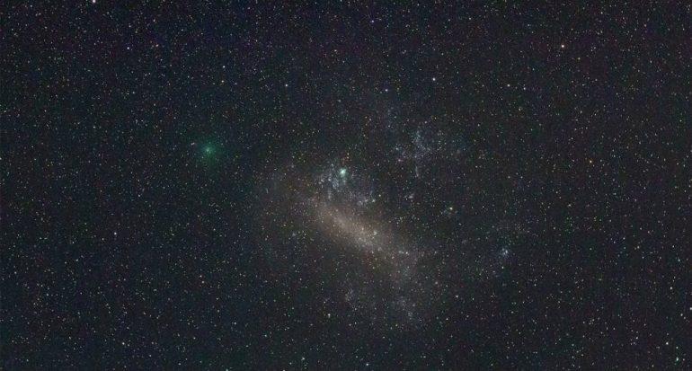 Un cometa verde pasará cerca de la Tierra? con un gemelo