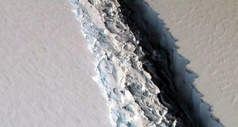 Un iceberg gigantesco se desprendió en la Antártida