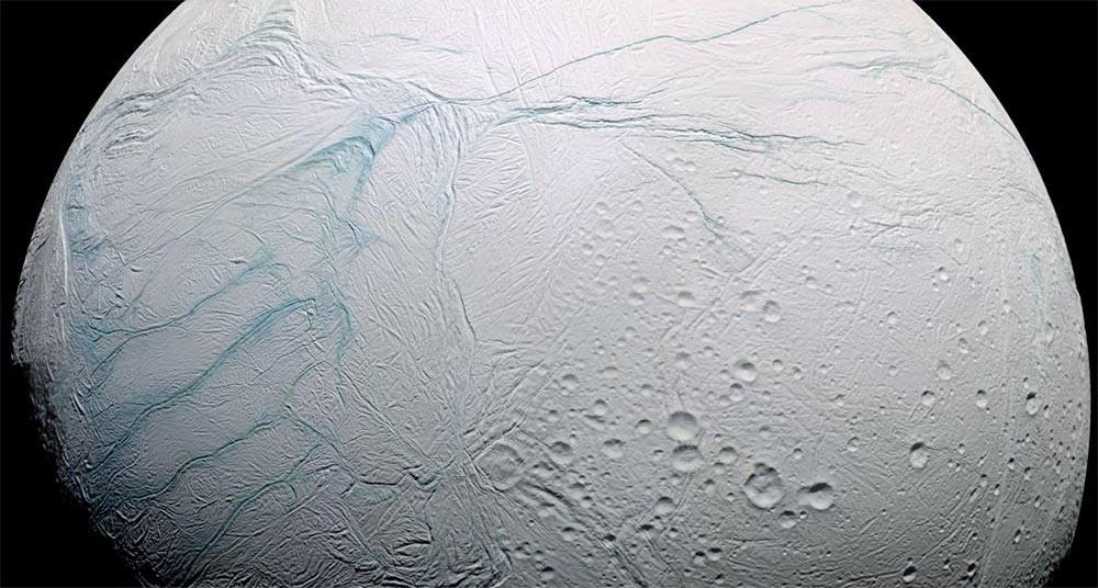 Un océano bajo el hielo de la luna saturnina Encélado