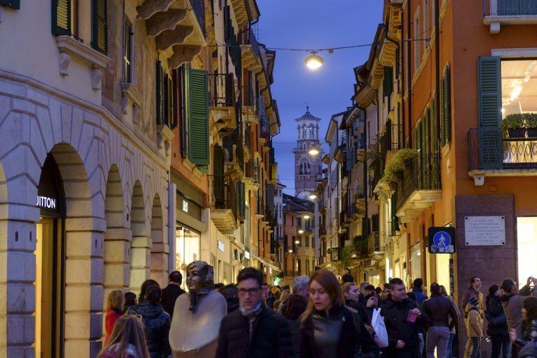 Un paseo por la urbe de Romeo y Julieta