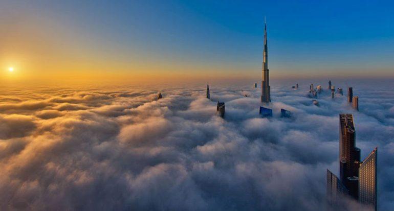 Una ciudad entre las nubes
