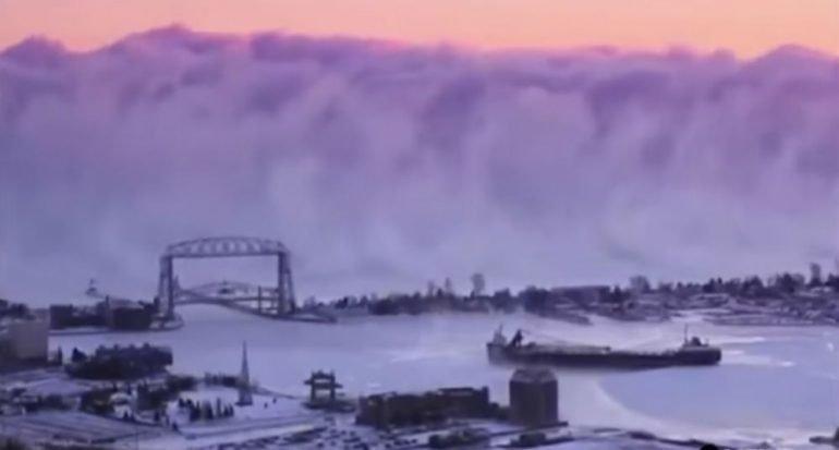 Una espesa neblina ocultó un lago en Minnesota