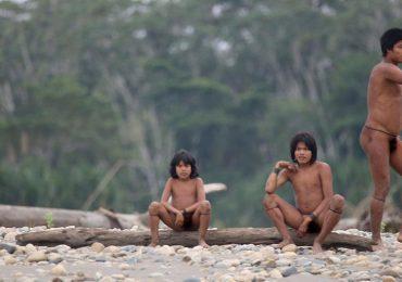 Una tribu aislada emerge de la selva amazónica del Perú