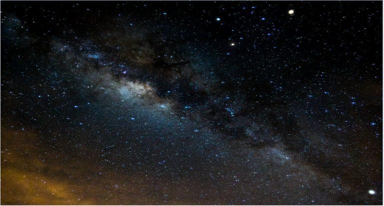 Vía Láctea surcando el cielo