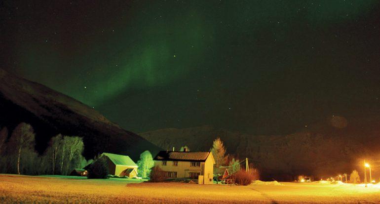 Viaje hacia el hogar de las auroras boreales