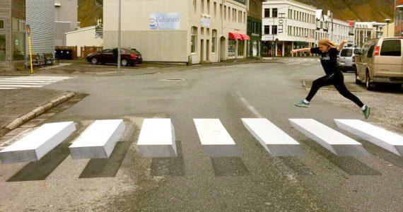 """Visita el paso de cebra de Islandia que """"flota"""""""