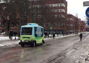 Ya circula el primer autobús sin conductor en Europa