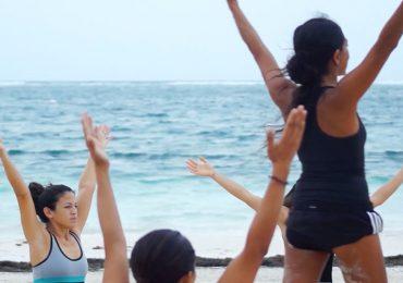 Yoga en las playas de Puerto Morelos