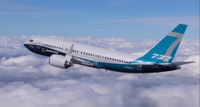 El increíble despegue casi vertical de un avión de pasajeros