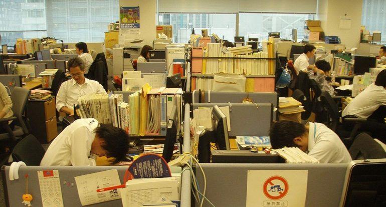 ¿En qué país es bien visto dormir en el trabajo?
