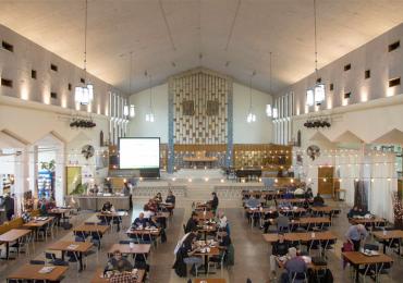 Gimnasio y teatro en iglesias
